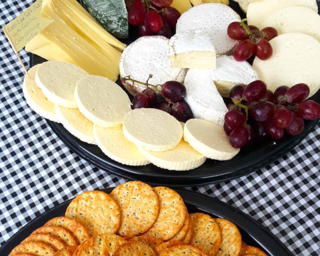 cheeses-grapes-crackers
